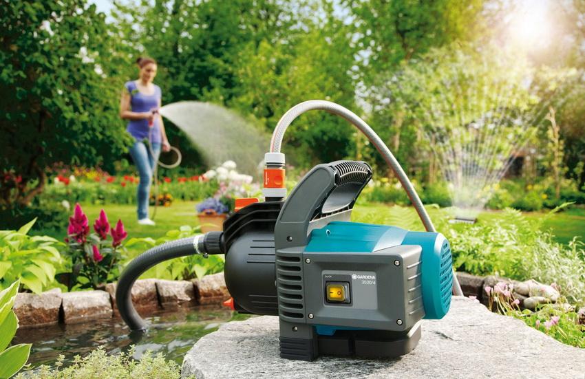 Если забор воды осуществляется из водоема или емкости, то для обустройства системы автополива целесообразно купить насосный агрегат