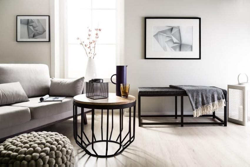 В качестве журнального столика для гостиной можно приобрести необычную и современную модель