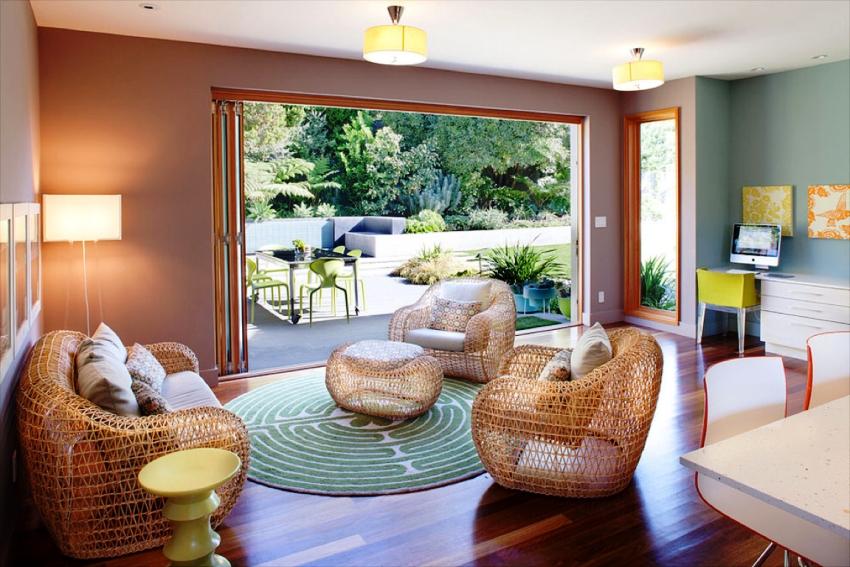 В современных гостиных все чаще можно встретить мебель функциональную и вместе с тем незаурядную