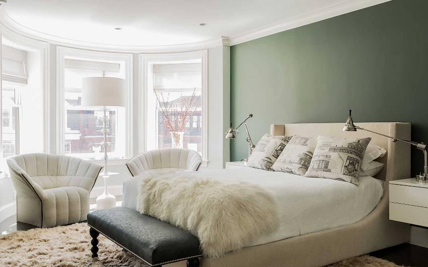 Большинство комнат в многоквартирных домах представляют собой скромные помещения с площадью не больше 12 кв. м, где сложно обустроить интерьер