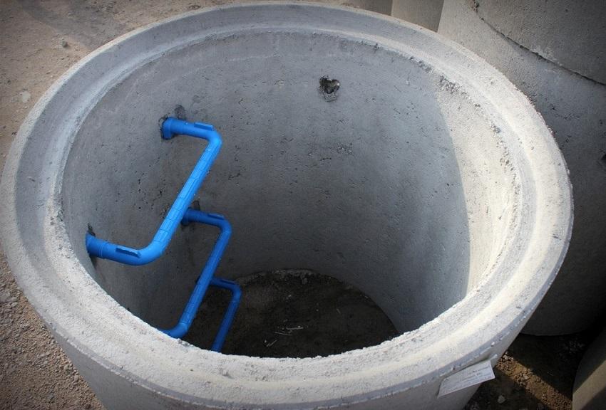 Бетонное кольцо для канализации с лестницей