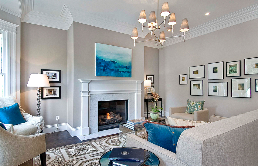 Органично впишутся в гостиную два типа конструкции: подвесная и приповерхностная