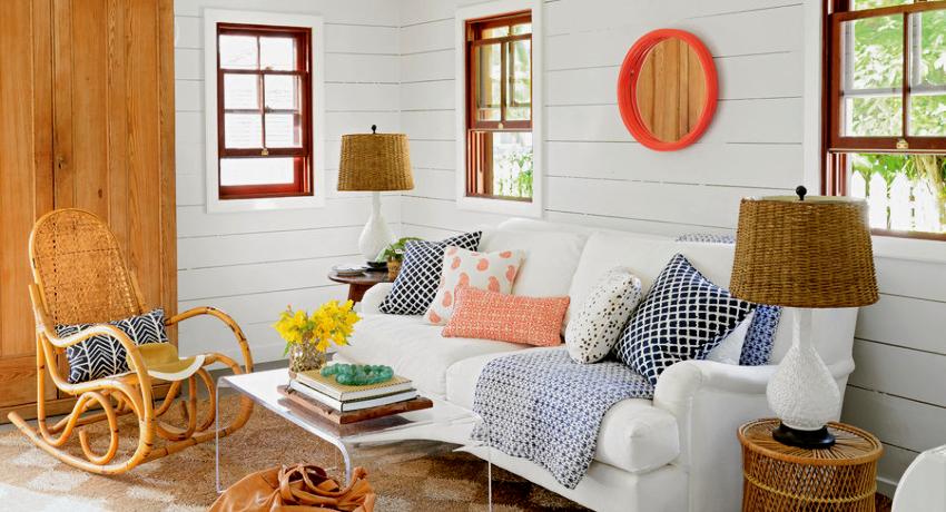 Стены следует отделывать исключительно в светлой цветовой гамме, вследствие чего визуально расширится внутреннее пространство