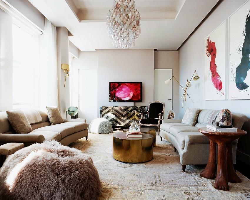 Если помещение небольшое, то разумно купить светлую мебель, — она будет визуально расширять гостиную
