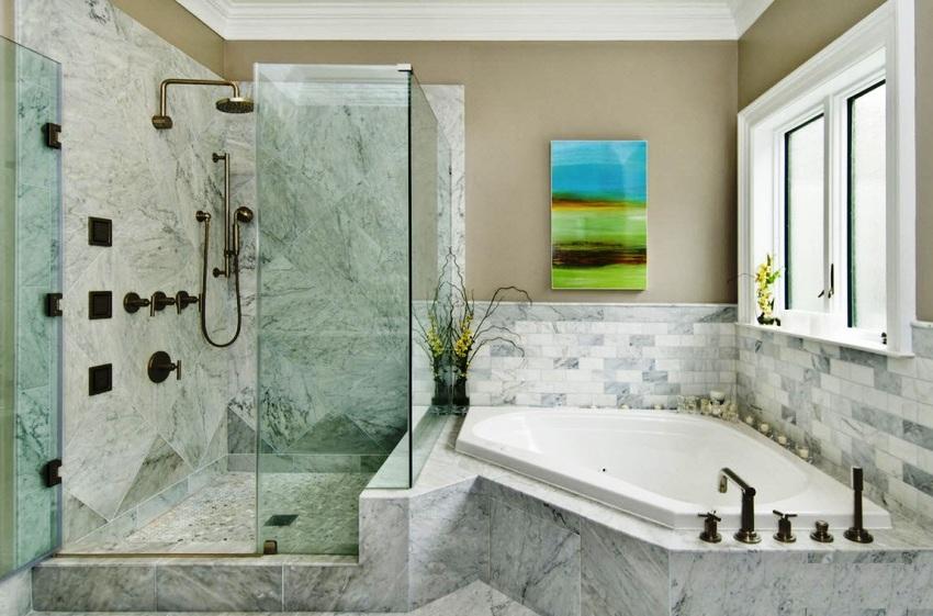 Высота ванной комнаты должна равняться минимум 2,5 м