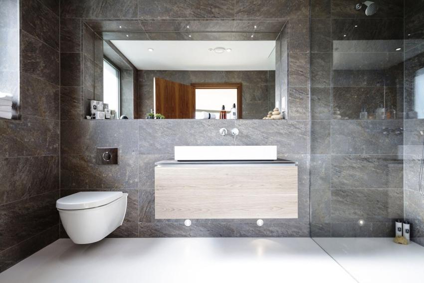 При ремонте или планировании ванной в панельном доме, необходимо учитывать множество параметров