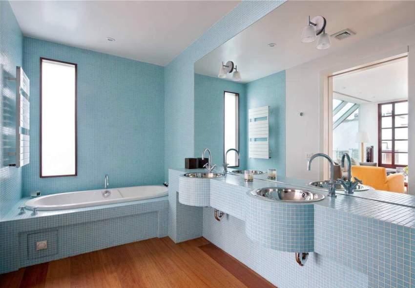 Параметры ванной в более новых квартирах подбирают с учётом её габаритов и особенностей расположения