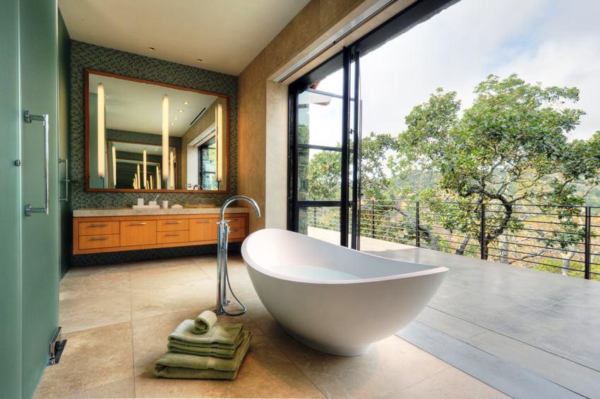 Для просторной ванной комнаты обязательно разделение на функциональные зоны