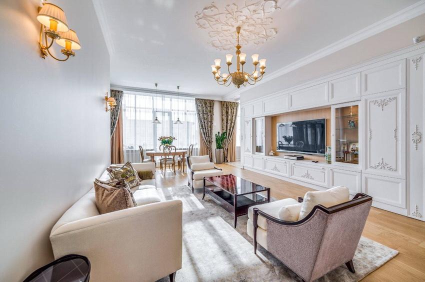 Сплошные стенки выбираются исходя из размеров помещения и, как правило, устанавливаются в просторных гостиных