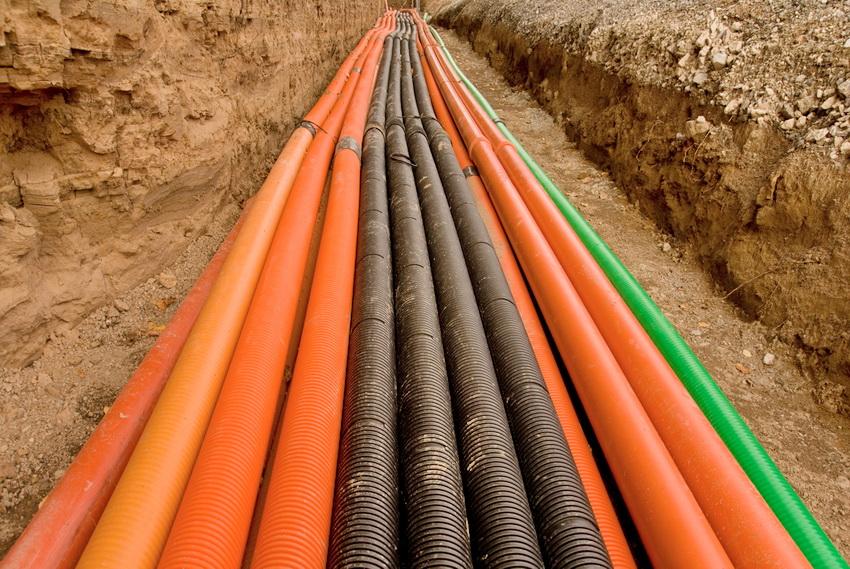 Для защиты кабелей используются специальные трубы, чаще всего ПВХ
