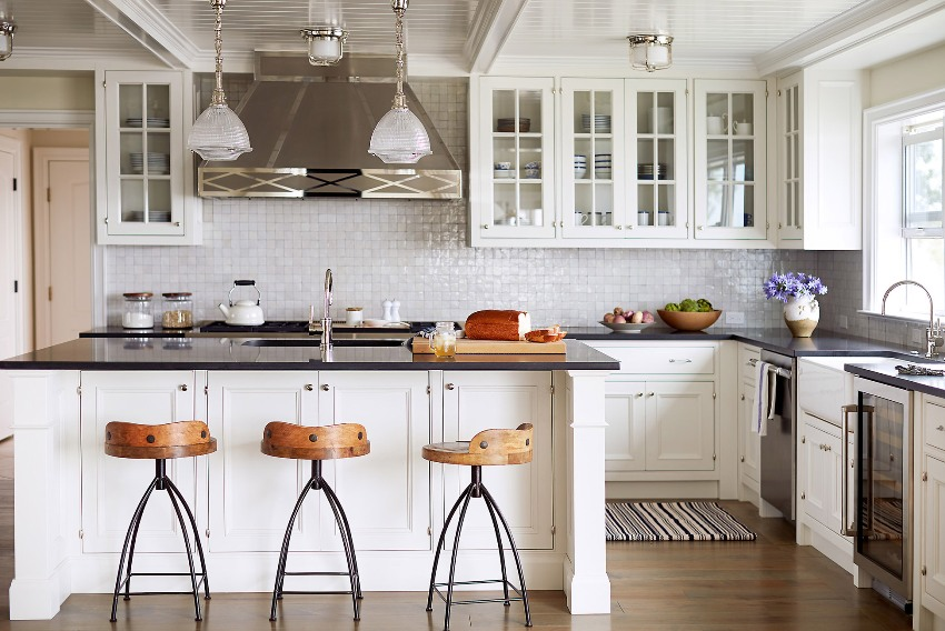 Угловая организация кухонного пространства является наиболее удобной и функциональной