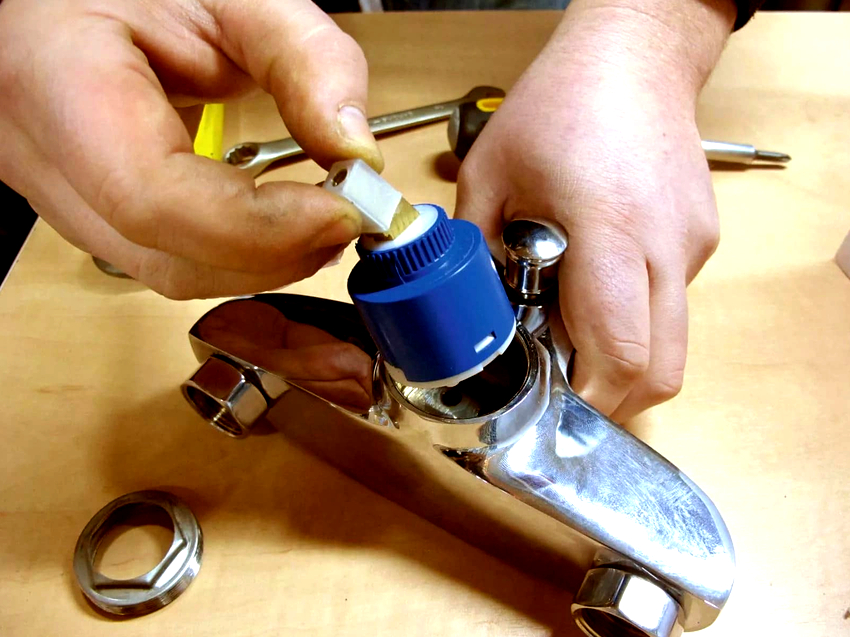 Если картридж подобран не по размеру, при эксплуатации смесителя будет присутствовать скрип или гул