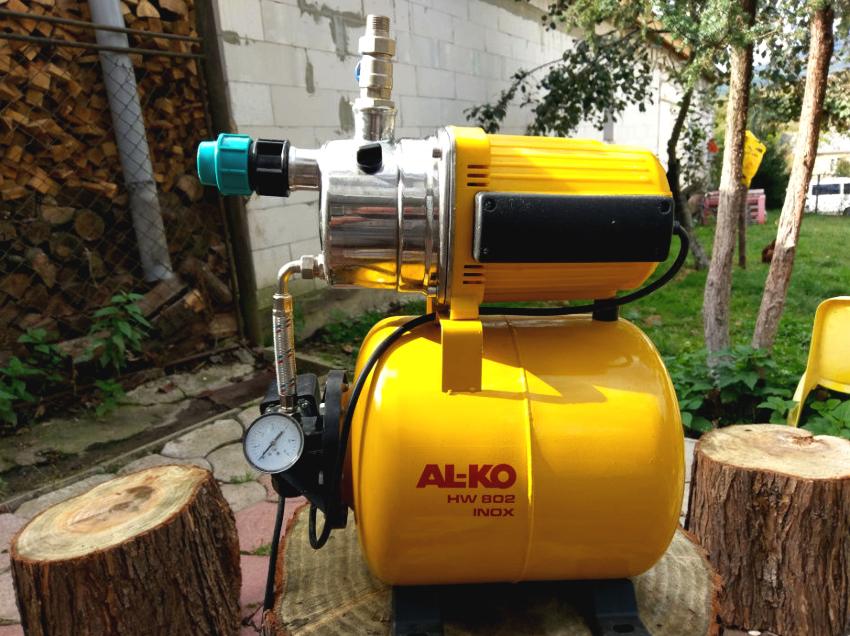По функциональности автоматика делится на регулирующую подачу воды и защитную