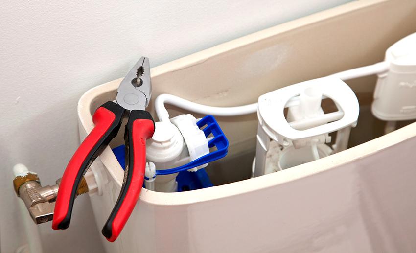 Чтобы установить запорную арматуру понадобятся плоскогубцы, набор ключей, отвертка и прокладки