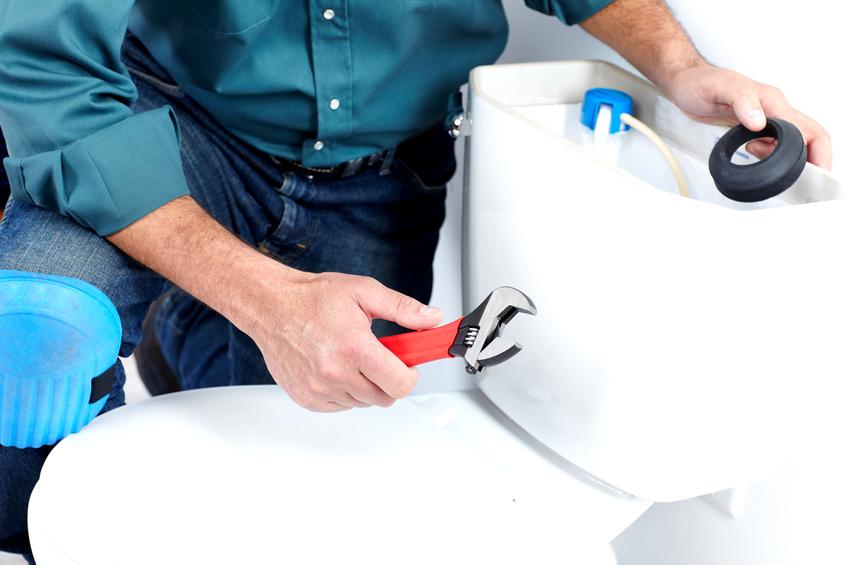 Чтобы сливной механизм сидел плотно нужно использовать резиновую прокладку