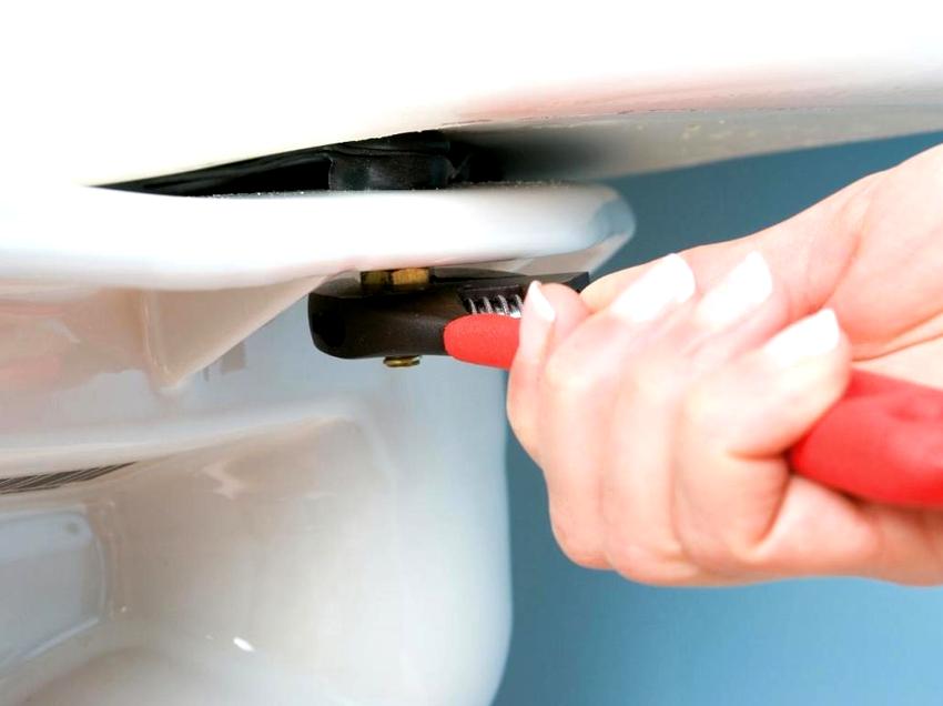 Бачок унитаза устанавливается несколькими способами: верхним креплением, встраиванием в стену, установкой на полочку чаши
