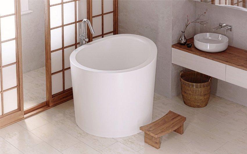 Некоторые сидячие модели ванн скорее украшают интерьер, чем обеспечивают комфортное пользование
