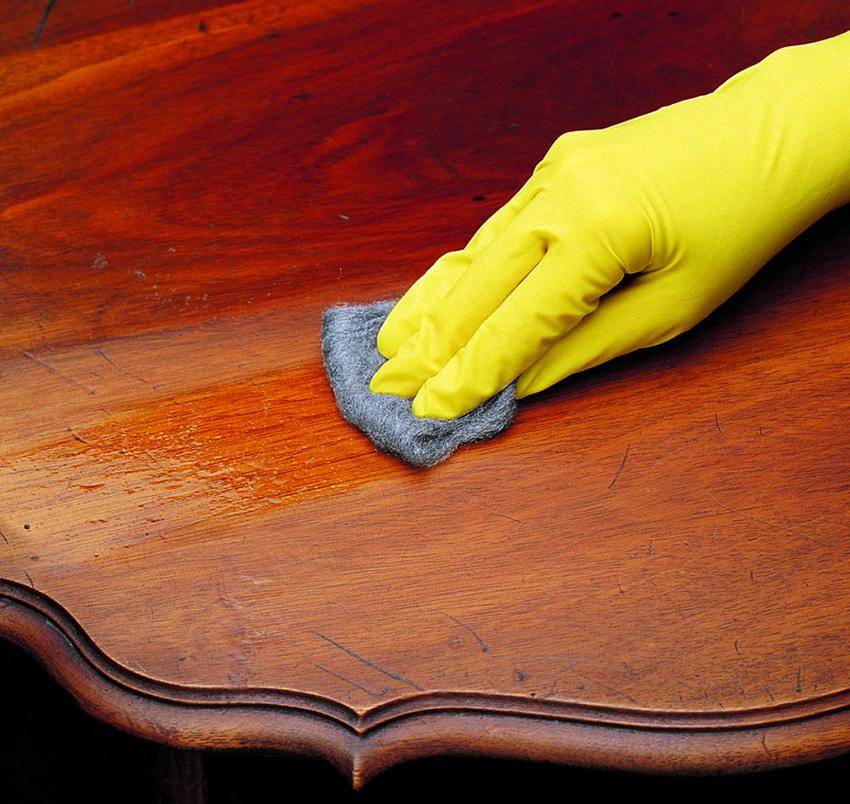 Бейцы на основе воска способны замаскировывать мелкие дефекты поверхности