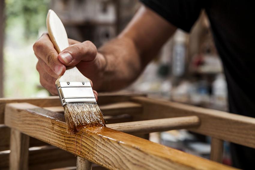 Масляные бейцы способны проникать глубоко в древесину и не оставляют разводов на поверхности