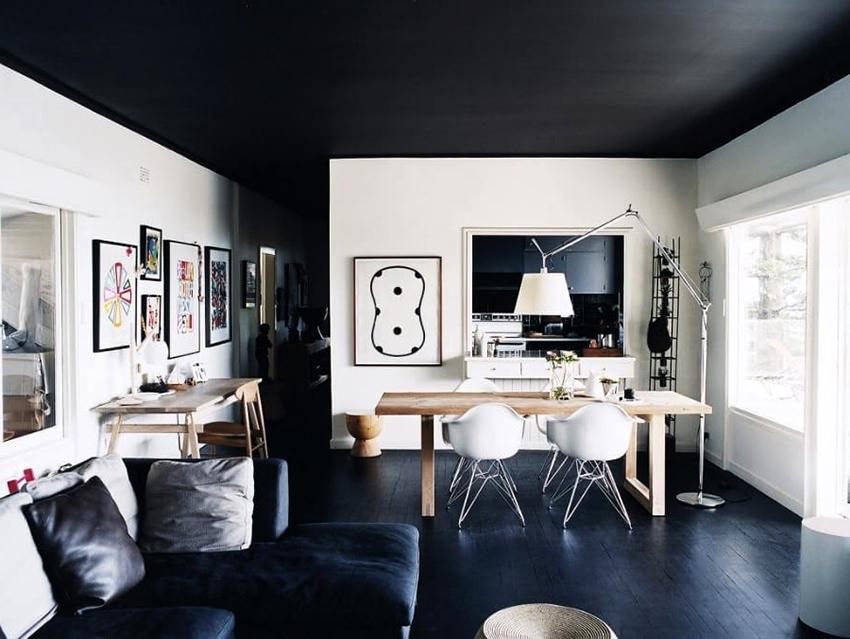 Благодаря мелкозернистой структуре, сатиновые потолки обладают жемчужным свечением