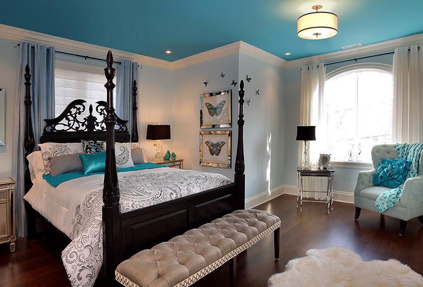 Цветные натяжные потолки из ткани помогут подчеркнуть дизайн комнаты
