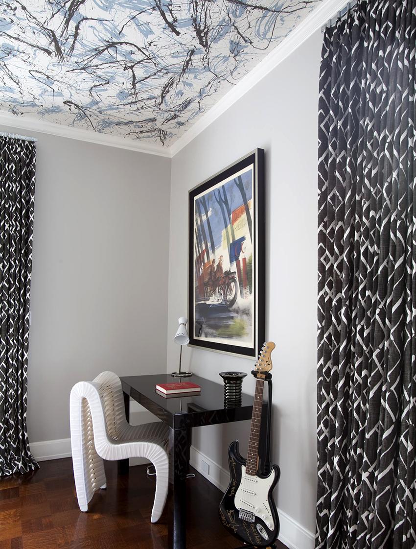 Выбирая полотна из ткани необходимо учитывать освещение, которое планируется в помещении