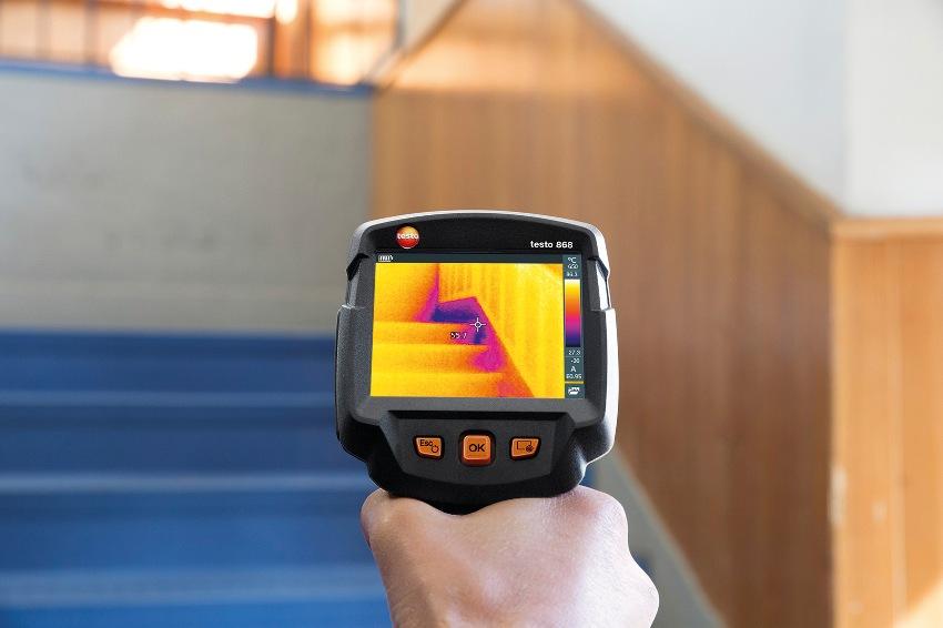 Тепловизором как рентгеном сканируется помещение изнутри и снаружи здания