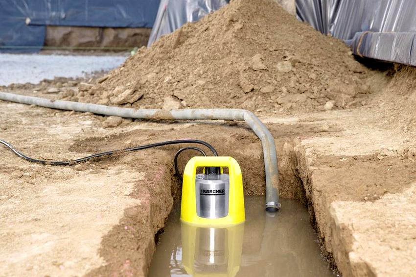 Погружные насосы для откачки грязной воды должны изготавливаться из материалов, которые способны выдерживать значительные механические воздействия
