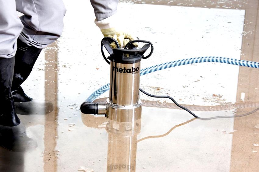 Дренажные бытовые насосы для грязной воды представлены однофазными маломощными агрегатами производительностью до 800 л/мин