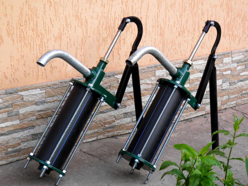 Главные отличия ручного насоса для откачивания грязной воды заключаются в особенностях конструкции устройства и скорости его работы