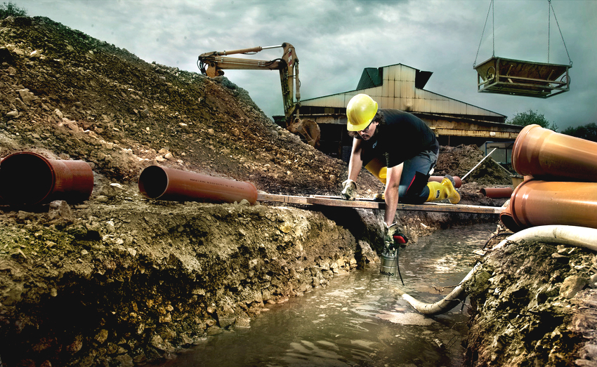Погружные насосы для грязной воды используют на строительных площадках для отведения грунтовых вод из траншей и котлованов