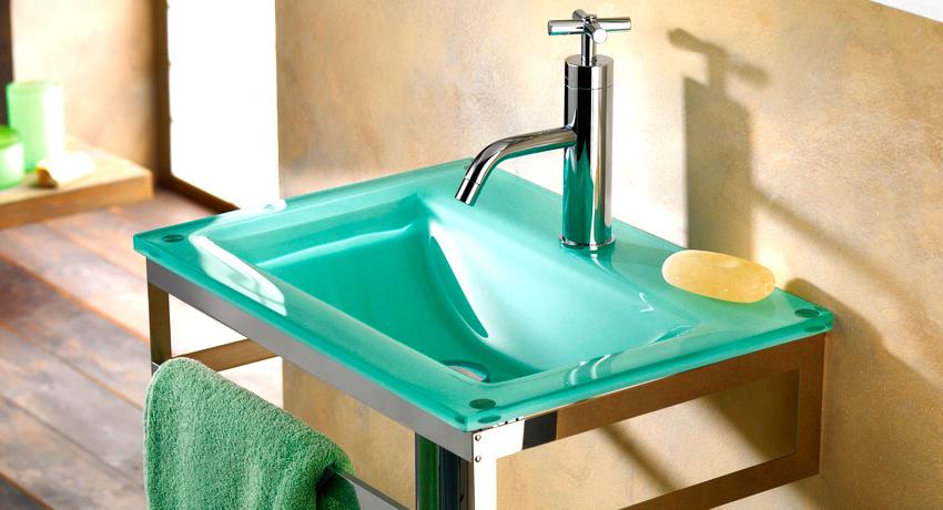 Основные способы установки раковин – это подвешивание, установка на пол, врезание в столешницу или установка на столешницу