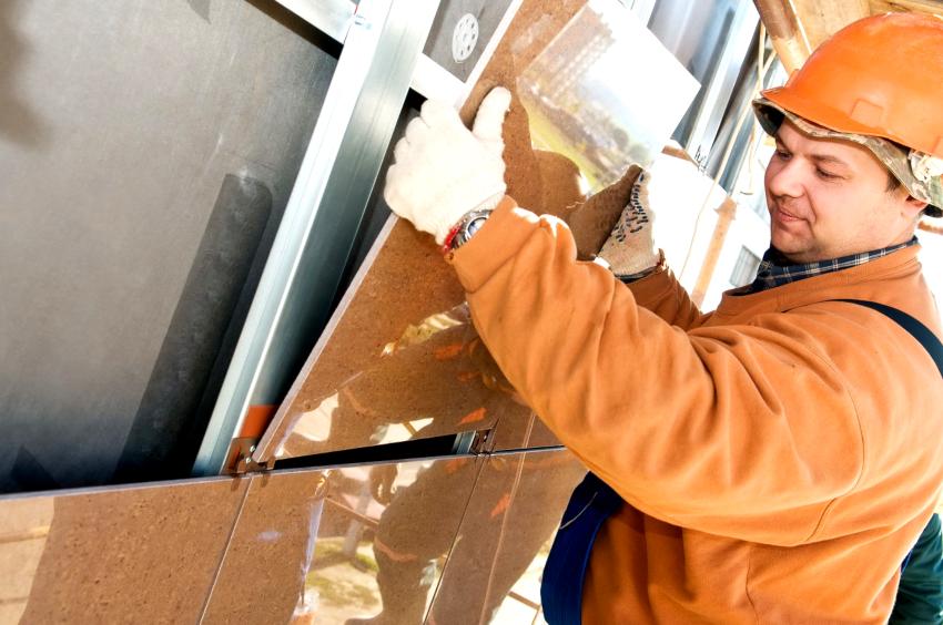 Облицовочная плитка из керамогранита может крепиться открытым или закрытым способом