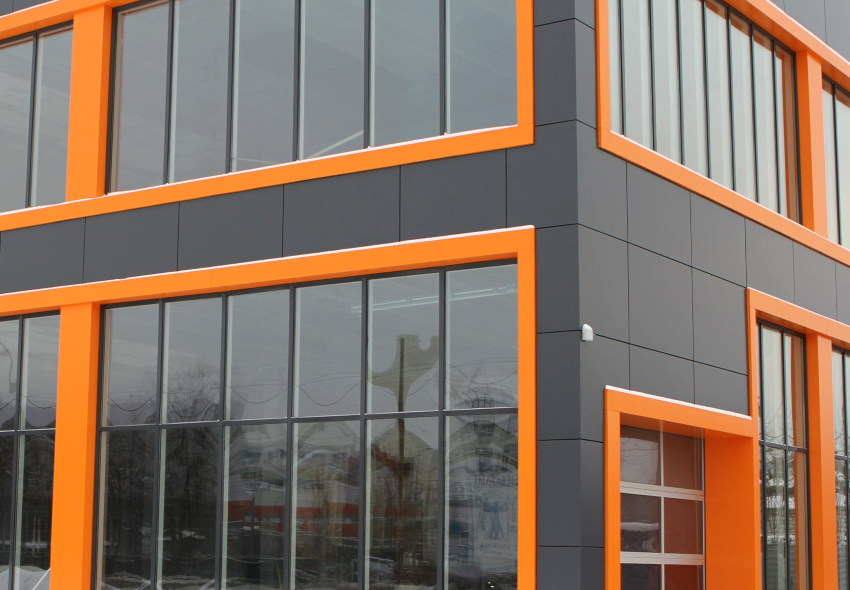 Металлические кассеты для вентилируемого фасада – это изделия из оцинкованной стали с цветным покрытием
