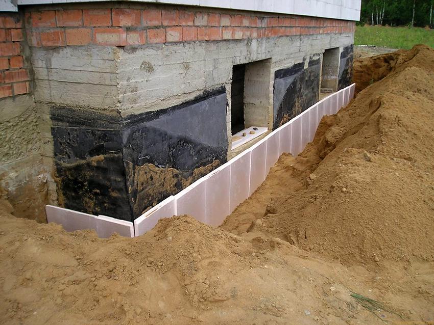 Утепление пеноплексом можно проводить как на этапе строительства, так и на готовом доме