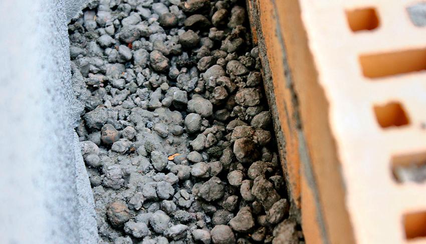 Довольно часто для утепления частных домов снаружи используют керамзит