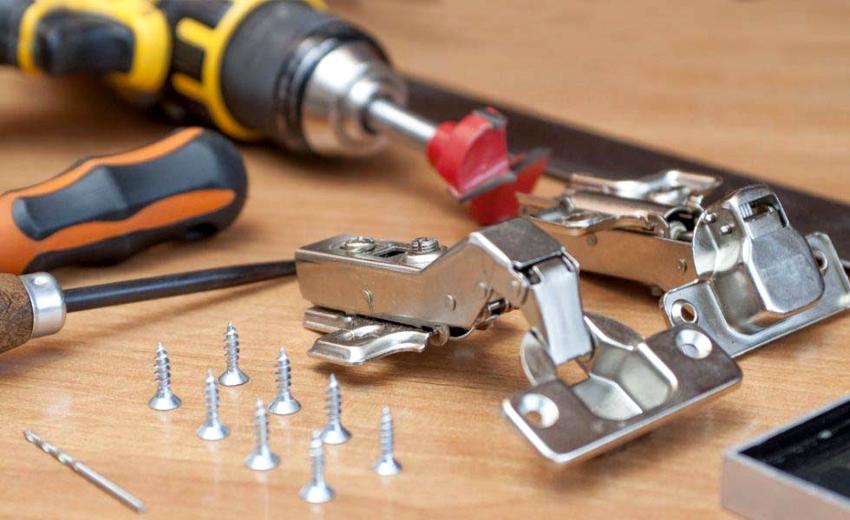 Перед тем как своими руками сделать шкаф, нужно подготовить необходимый инструмент и комплектующие