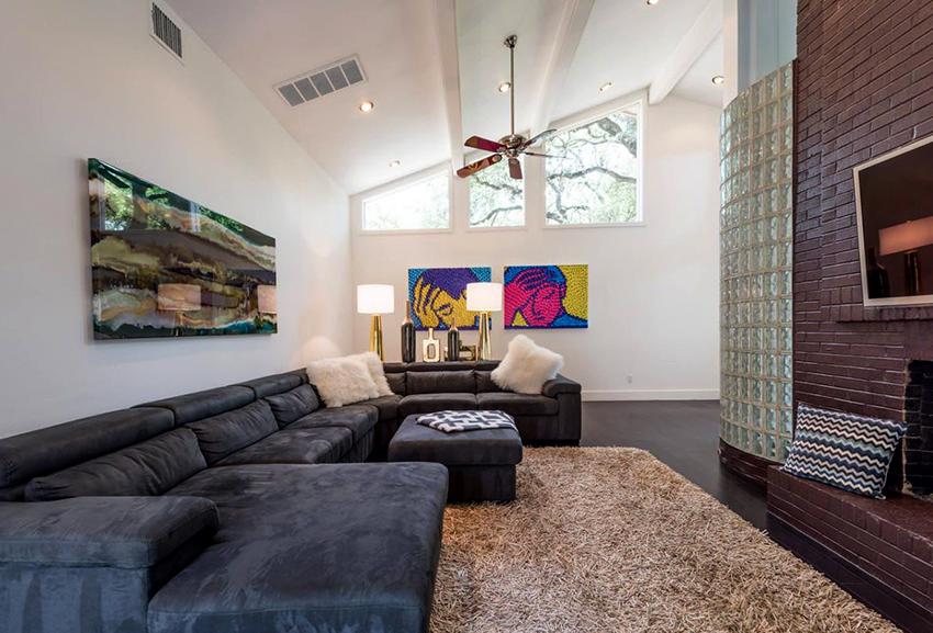 """Модульный диван может быть с выдвижным спальным местом, а также быть оснащенным механизмом """"книжка"""" или """"дельфин"""""""