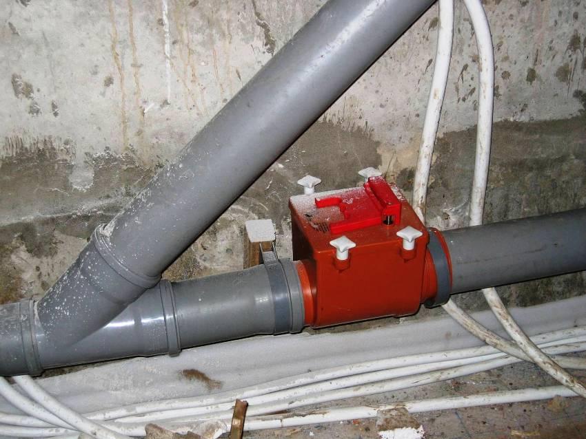 Установка обратного клапана размером 110 мм для одного стояка является недостаточной защитой от затопления