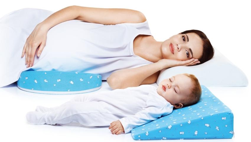 Ортопедическая подушка для новорожденных подбирается с учетом особенностей строения детской головы и шейного отдела