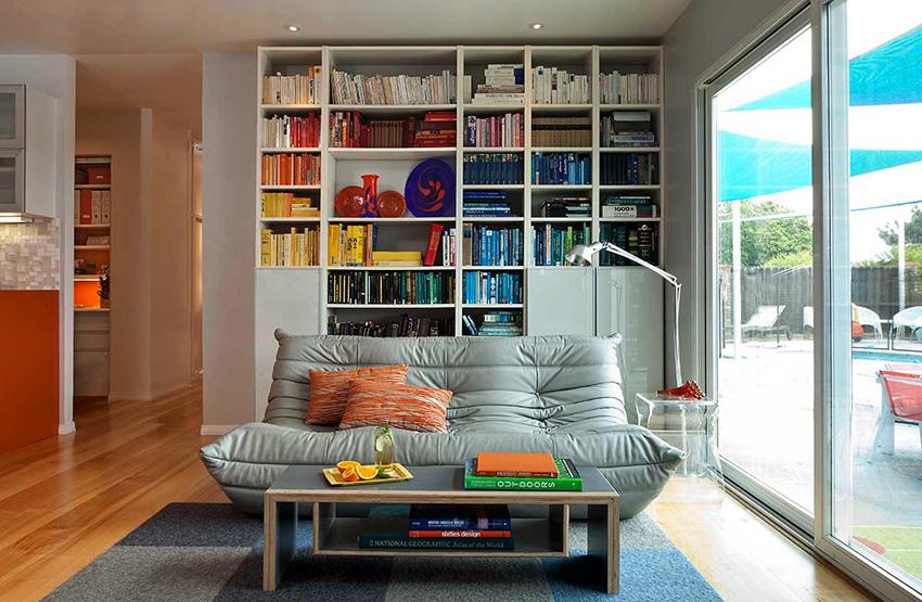 Белые шкафы смотрятся изящно и лаконично, подходят для большинства стилей
