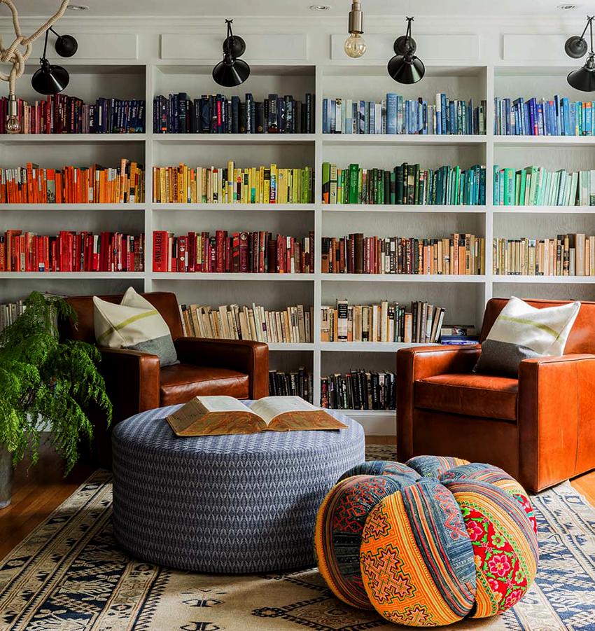 Книжный шкаф должен подходить помещению по размеру и стилю
