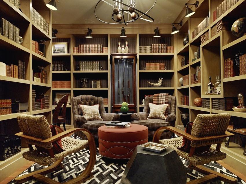 Для больших коллекций отличным решением станет многоярусный книжный стеллаж