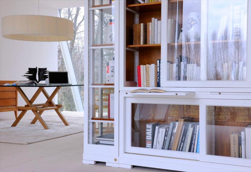 Стеклянные конструкции созданы не только для того, чтобы упорядочить книги, но и с целью их защиты