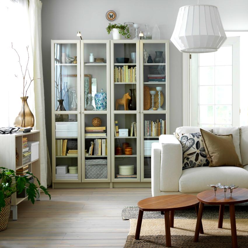 Книжные шкафы со стеклянными дверями производят из массива, ДСП, МДФ, пластика и стекла