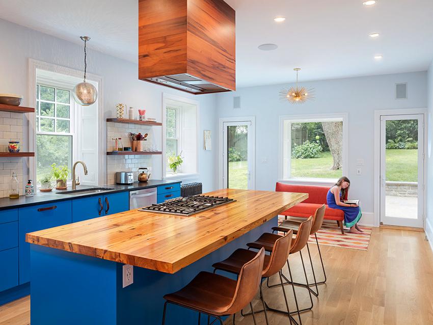 Для островных кухонь можно найти вытяжки сделанные из разнообразных материалов