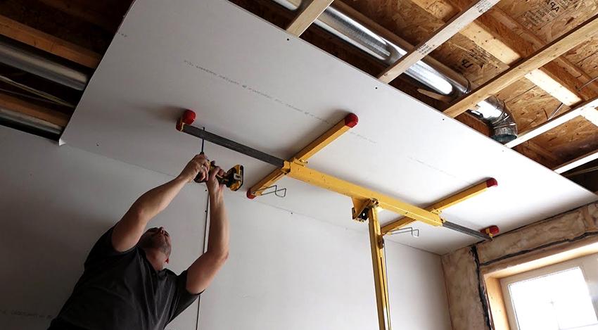 Стандартные размеры ГВЛ для потолка - 120х150 см, но в продаже можно найти и более габаритные листы