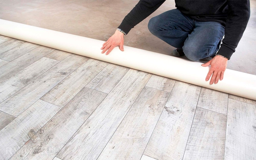 При покупке линолеума нужно брать материал с запасом в 5-6 см