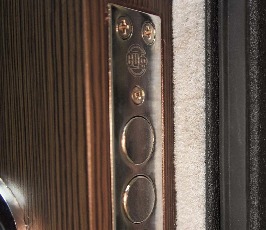 Уплотнительная лента способна предотвратить проникновение пыли и шума в помещение