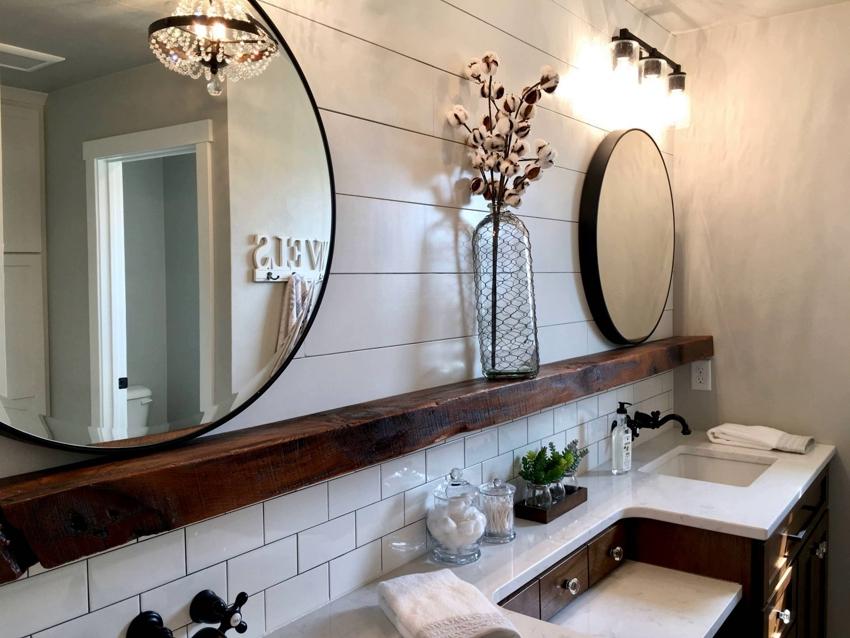 Деревянный брусок-полка с зеркалами